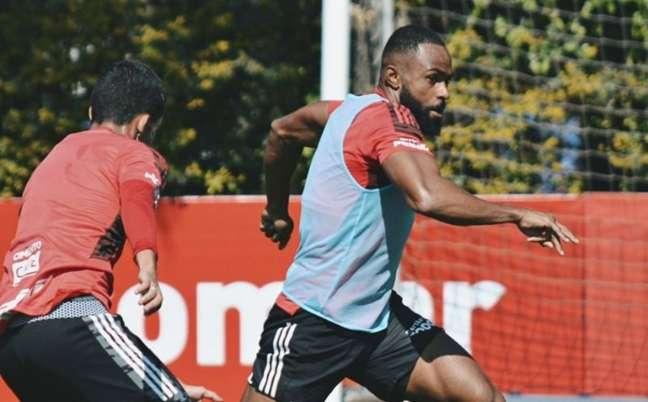William treinou com o restante do elenco do São Paulo (Foto: Erico Leonan/São Paulo FC)