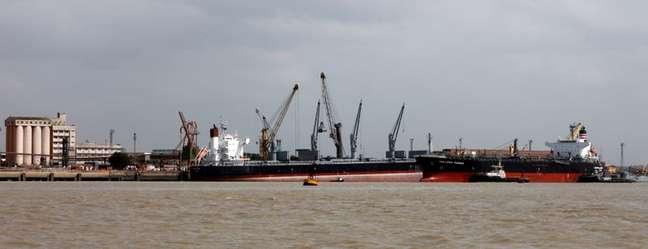 Porto de Itaqui (MA), um dos principais destinos de grãos pelo Arco Norte 30/10/2020 REUTERS/Paulo Whitaker (BRAZIL - Tags: TRANSPORT BUSINESS MARITIME)