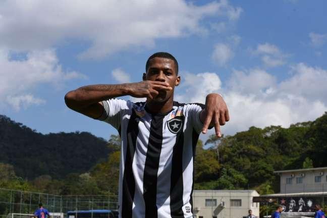 Gabriel Conceição, do Botafogo, comemora gol (Foto: Wanderson Gomes)