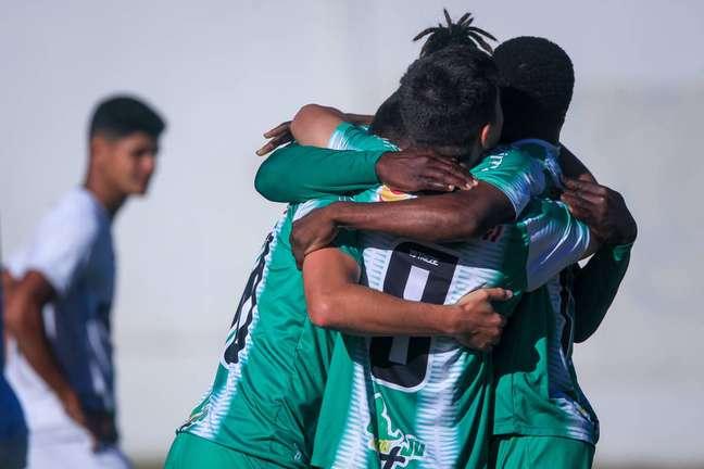 Jogadores do Juventude comemoram gol da vitória contra o Santos. (Foto: Divulgação/Fernando Alves)