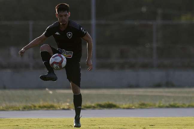 Luís Oyama em treino do Botafogo (Foto: Vítor Silva/Botafogo)