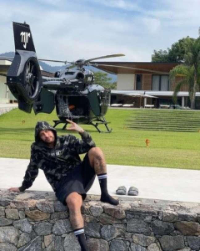 Helicóptero de Neymar na mansão do craque no Rio (Foto: Reprodução/Redes sociais)