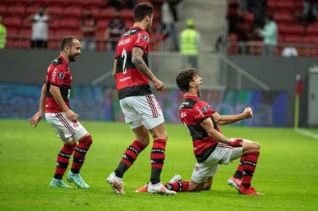 Rodrigo Caio abriu o placar (Foto: Alexandre Vidal / Flamengo)