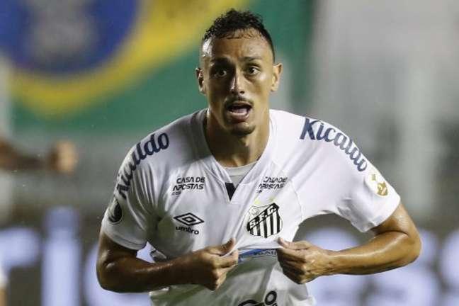 Diego Pituca foi negociado pelo Santos no início do ano (Foto: Sebastiao Moreira / POOL / AFP)