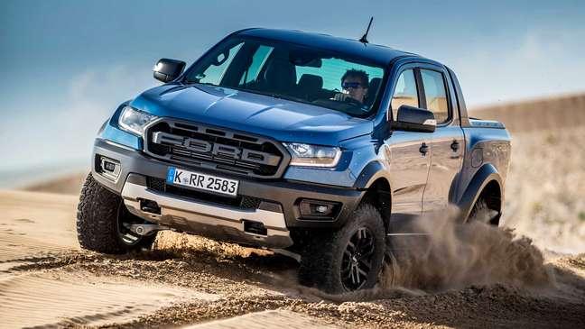 Ford Ranger Raptor conta com grade e para-choques exclusivos.
