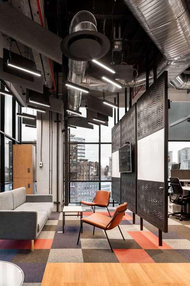 10. Divisórias para escritório moderno decorado em tons de cinza e laranja – Foto Pinterest