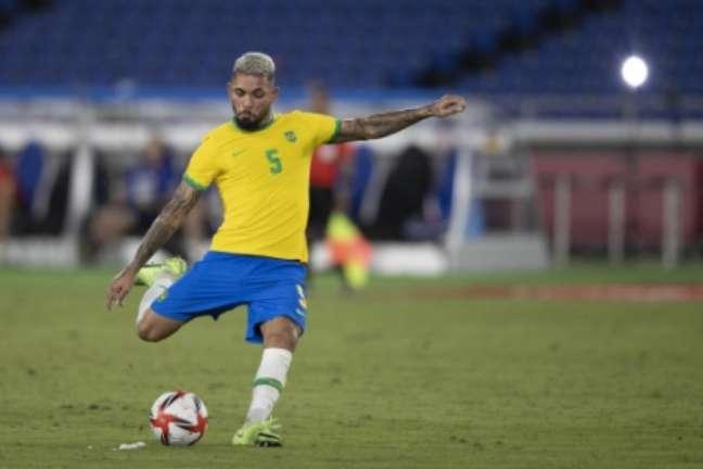 Douglas Luiz foi vice-campeão com a Seleção Brasileira na Copa América (Foto: Lucas Figueiredo / CBF)
