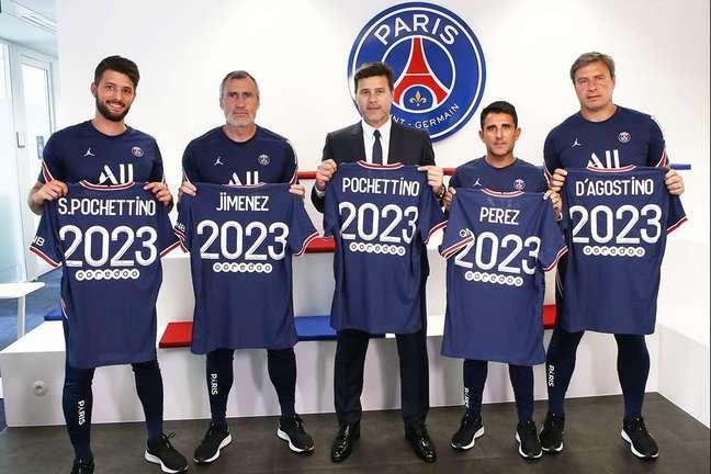 Mauricio Pochettino e sua equipe com contratos renovados até 2023. (Foto: Divulgação/PSG)