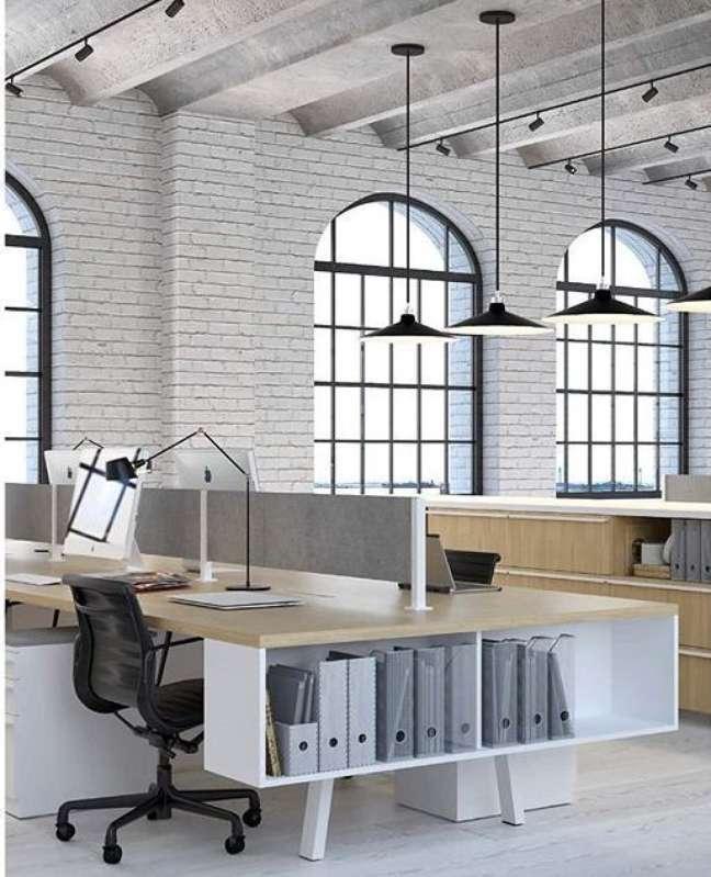 57. Divisórias para escritório na mesa simples – Foto Arquiteas Express