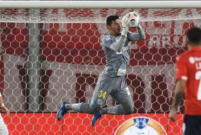Goleiro João Paulo teve atuação histórica na classificação do Peixe (Foto: Ivan Storti/Santos FC)