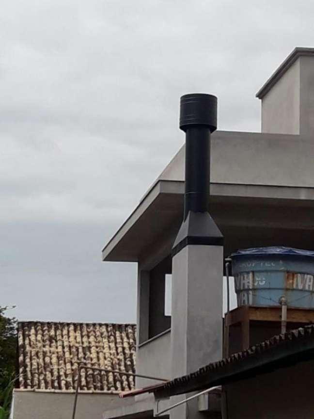 13. Chaminé de aluminio para casa moderna – Foto Total Calhas