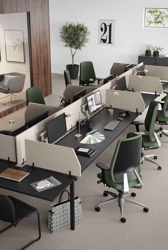 30. Divisórias para escritório na mesa planejada – Foto Pinterest