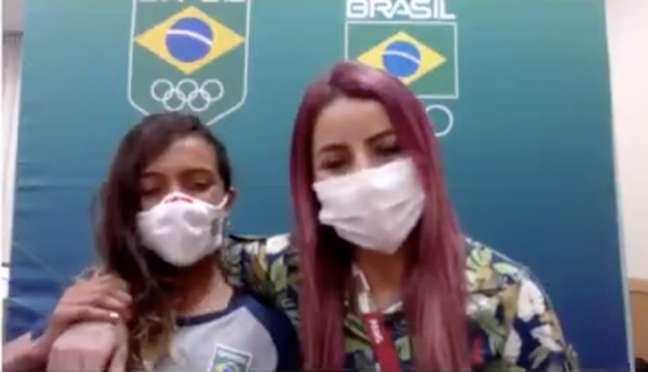 Rayssa Leal (esquerda) e Leticia Bufoni (direita) representam o Brasil no skate na Olimpíada de Tóquio (Reprodução / Globo)