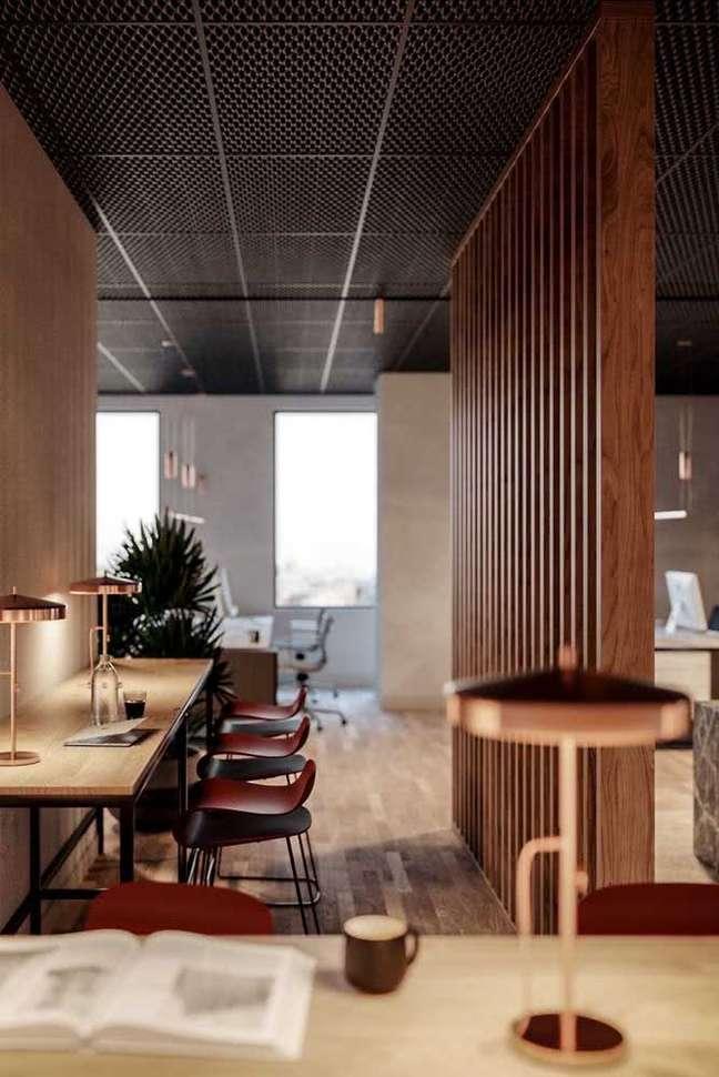 27. Divisórias de madeira para escritório com bancada para estudo -Foto Pinterest