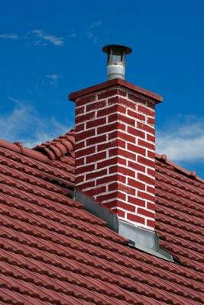 20. Casa com chamine no telhado – Foto Dreamstime