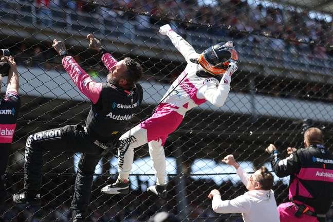 Helio Castroneves fez muita festa com a Meyer Shank após a conquista da Indy 500