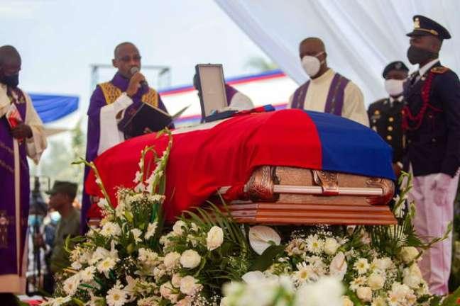 Funeral de presidente do Haiti é marcado por tiros e tumulto