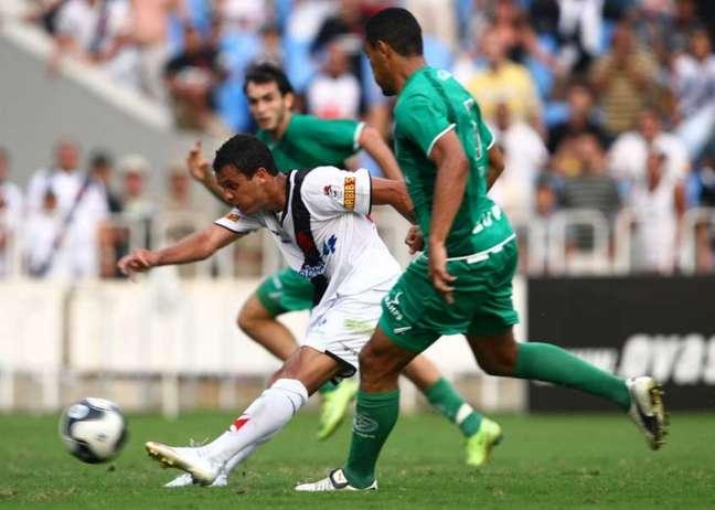 Em 2009, Vasco e Guarani disputaram a Série B e subiram juntos (Foto: Julio Cesar Guimaraes/Lancepress!)