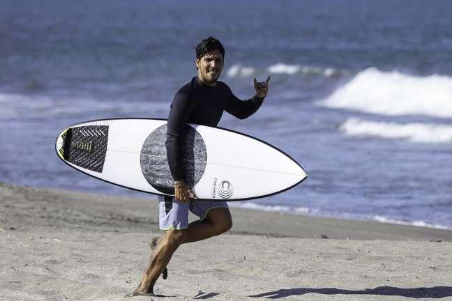 Gabriel Medina, esperança de ouro do Brasil no surfe, durante treino no Japão para a Olimpíada