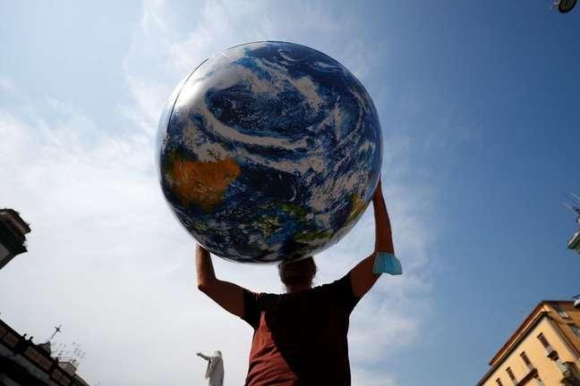 Ativistas demandam ação do G20 contra as mudanças climáticas em Nápoles 22/07/2021 REUTERS/Guglielmo Mangiapane