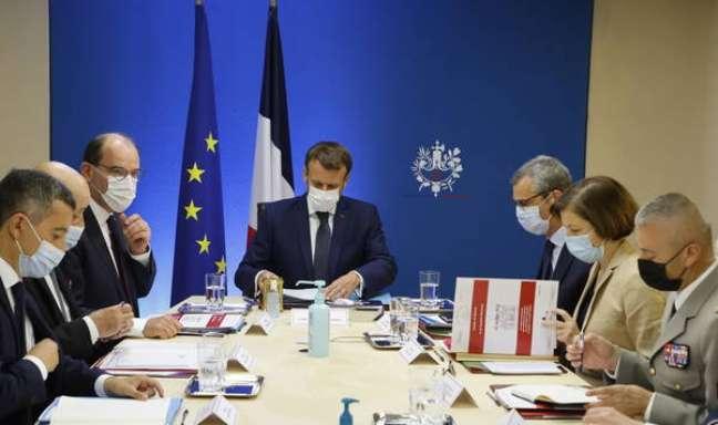 Macron debateu a possível espionagem em conselho de defesa
