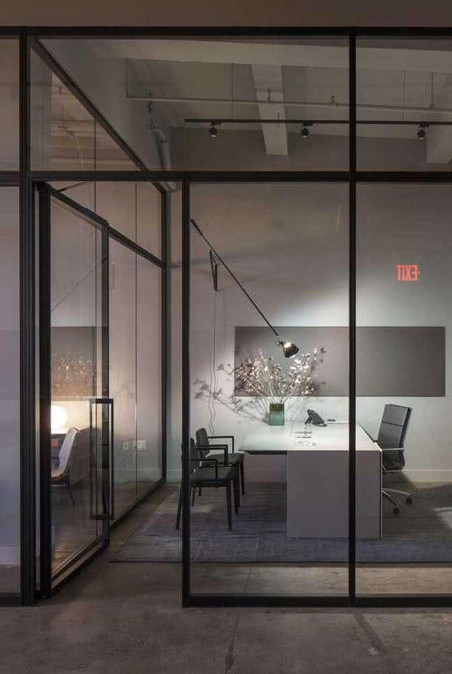 21. Escritório com portas e divisórias de vidro – Foto Pinterets