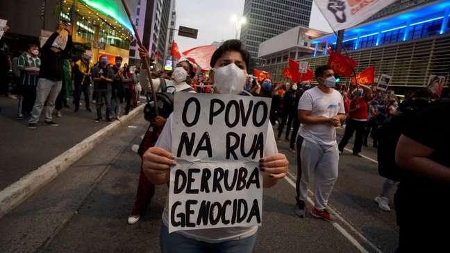 Manifestante durante protesto contra Bolsonaro em 19 de junho, em São Paulo