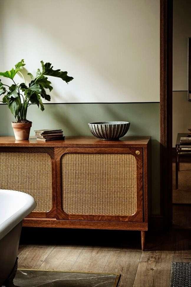 39. Decoração simples com modelo antigo de buffet de madeira rústica – Foto: Pinterest