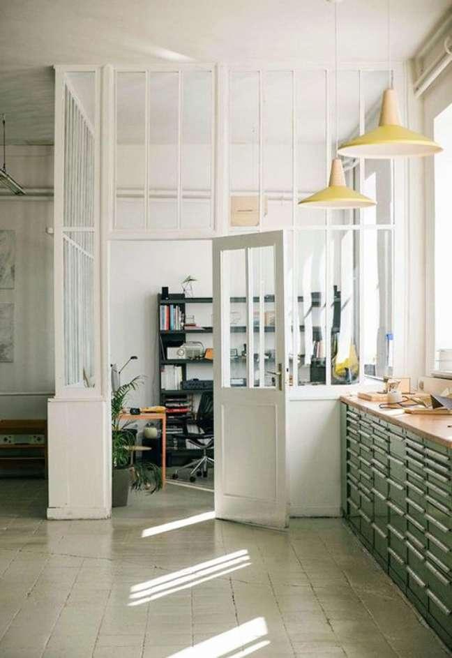 44. Divisória para escritório de vidro branca – Foto Pinterest