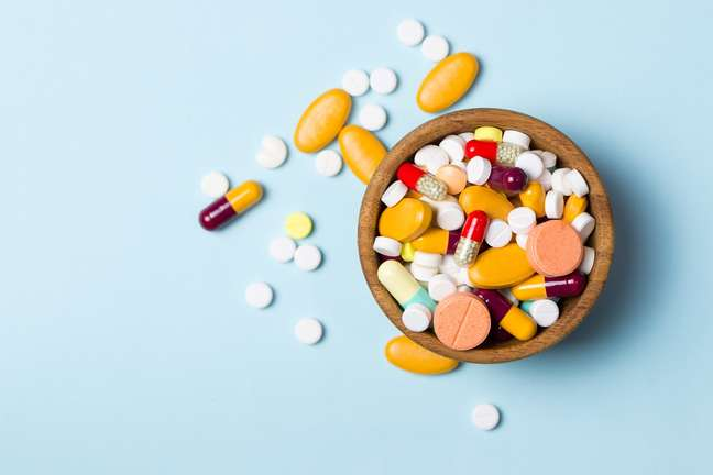 Dr. Rodolfo Balogh Jr, nefrologista explica os efeitos colaterais que podem ser causados pelo uso incorreto desses medicamentos