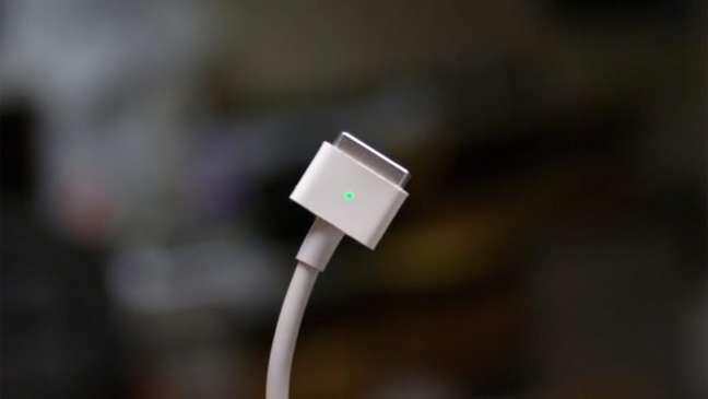 Carregador MagSafe deve retornar ao Macbook Pro