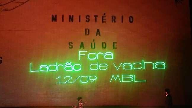 Projeção realizada pelo MBL na fachada do Ministério da Saúde, em Brasília, chamando para ato organizado por movimentos da direita, previsto para 12 de setembro