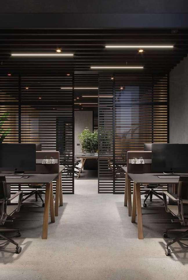 15. Divisórias para escritório de ferro com mesas planejadas – Foto Pinterest
