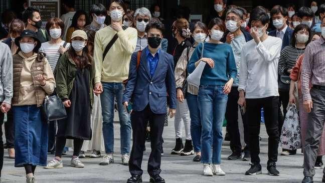 Senso de coletividade do povo japonês contribuiu para evitar piora no cenário, apesar de críticas ao governo