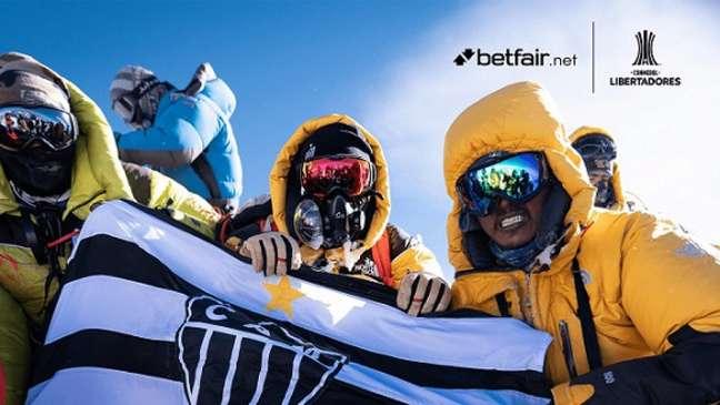 """""""INCOMPARÁVEL"""" conta história de Gustavo Ziller, que escalou o Everest pelo Galo (Foto: Divulgação/Betfair.net)"""