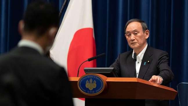 Popularidade do primeiro-ministro Yoshihide Suga e sua equipe atingiram mínima recorde de 30%