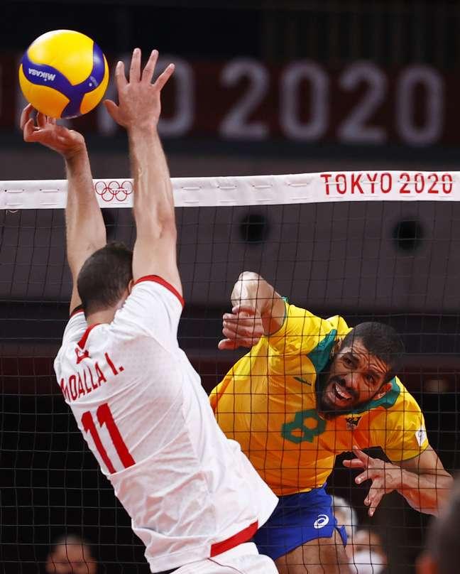 Maior pontuador do Brasil no jogo, Wallace ataca contra bloqueador tunisiano