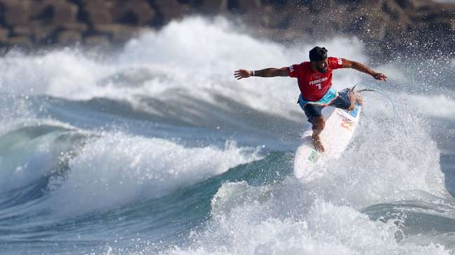 Ítalo Ferreira avança às oitavas do surfe na Olimpíada