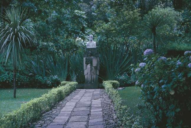 Em 2013, o Museu Casa Quinta de Bolívar, na Colômbia, realizou a exposição 'Uma Mulher nos Tempos do Libertador' — María Antonia Bolívar', inspirada na biografia de Quintero