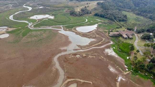 Baixo nível de represas que abastecem Curitiba tem limitado a oferta de água aos moradores