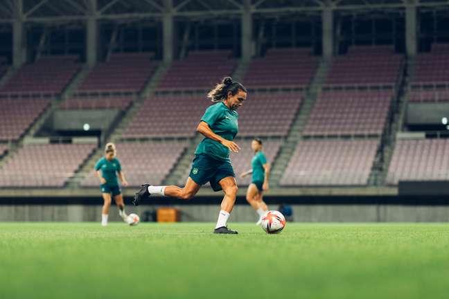 Autora de dois gols na estreia do Brasil, Marta durante último treino para o jogo contra a Holanda