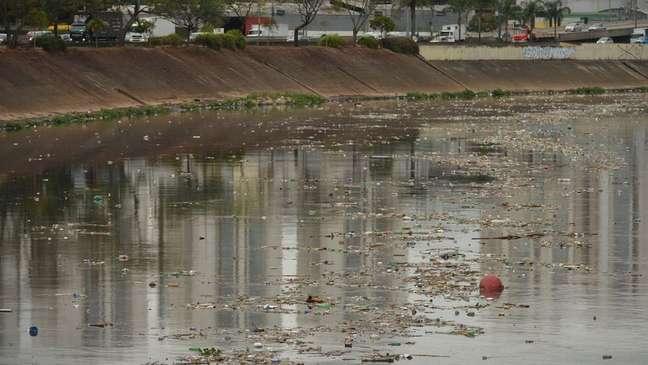 Despoluição do rio Tietê, na Grande São Paulo, poderia atenuar falta de água em cidades ao longo de seu curso, como Itu e Salto
