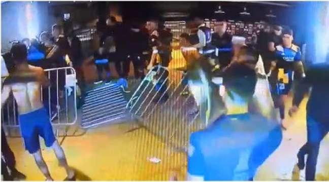 Os incidentes após o jogo que eliminou o time argentino da Libertadores foram relatados pelo clube mineiro junto à Conmebol-(Reprodução/FOX Sports)