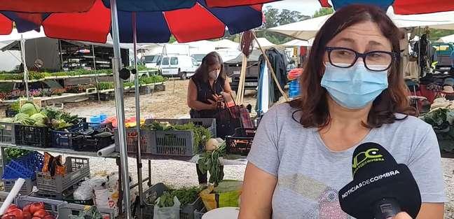 """""""Olha a cenoura! Hoje tá de graça"""": será que haviam outros legumes na bolsa da idosa larápia?"""