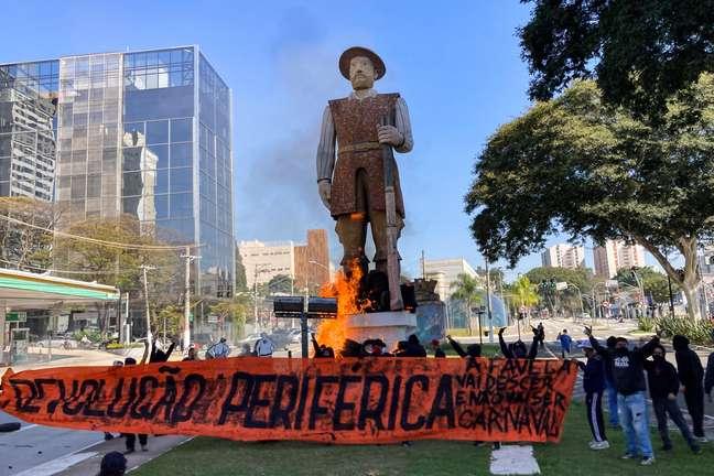 Estátua de Borba Gato, na zona sul de São Paulo, foi incendiada por manifestantes