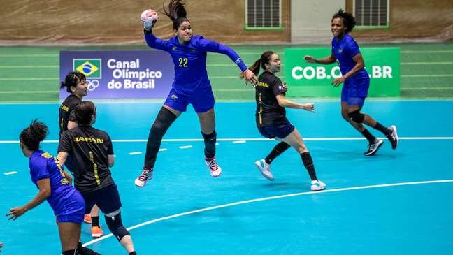 Jogadoras da Seleção feminina entram em quadra neste sábado Divulgação/Confederação Brasileira de Handebol