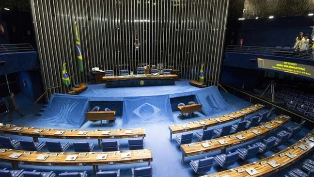 Proposta em discussão prevê que o presidente eleito indique uma pessoa para o cargo de primeiro-ministro - preferencialmente um parlamentar -, que precisa de aprovação da maioria absoluta do Congresso