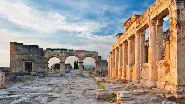 A antiga cidade de Hierápolis escondia um segredo tóxico, mas a ciência moderna finalmente desvendou o que estava por trás dos mitos romanos
