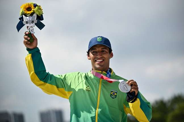 Kelvin Hoefler garantiu a primeira medalha ao Brasil nos Jogos Olímpicos de Tóquio (FOTO: Jeff PACHOUD/AFP)