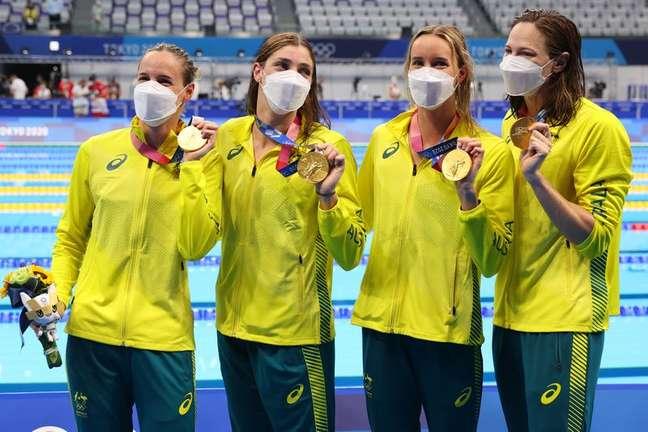 Austrália conquista 3º ouro seguido no 4x100m livre feminino e quebra o recorde mundial 25/07/2021 REUTERS/Marko Djurica